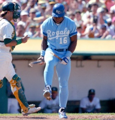 Bo-Jackson-breaks-bat